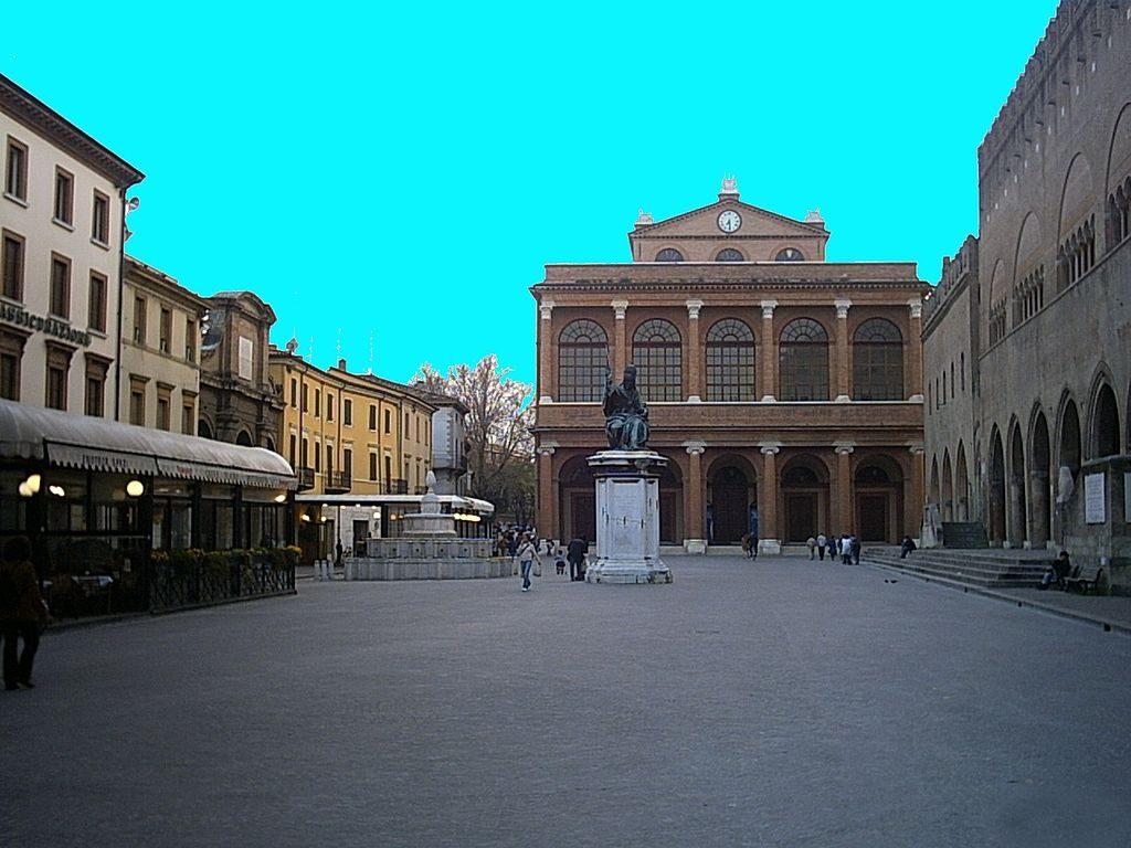 1024px-Piazza_Cavour_a_Rimini